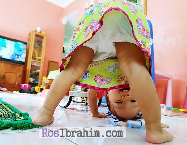 Bayi Suka Bermain Menonggeng